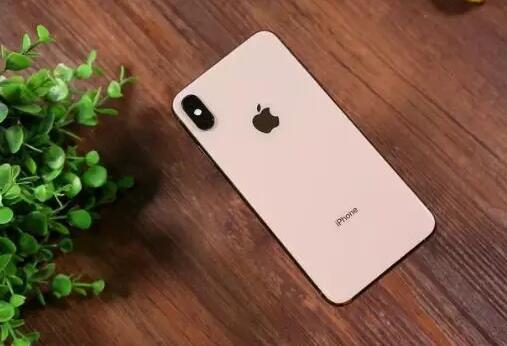 苹果着急申请新专利:在屏幕上进行钻孔,抛弃刘海屏