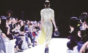 上海时装周获批成为注册商标 今年将推送百场大秀