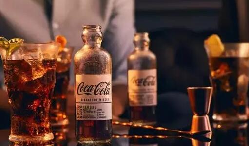 可口可乐要出酒了,有四种口味!看这设计,太赞啦